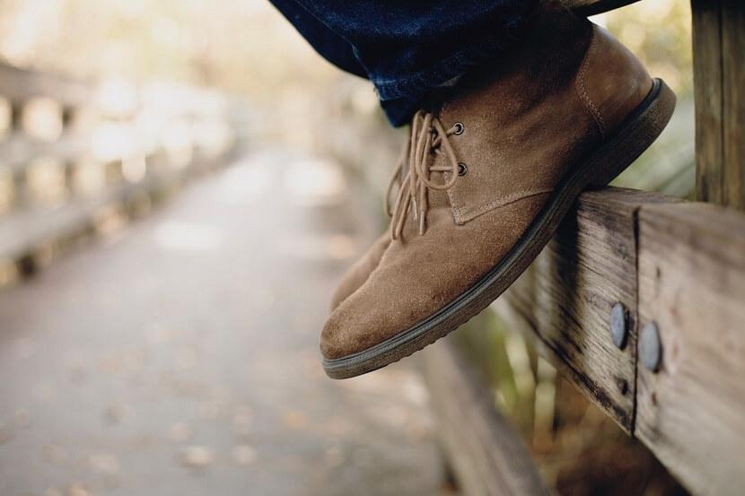 【男性の婚活シューズ】スウェード靴で決まり